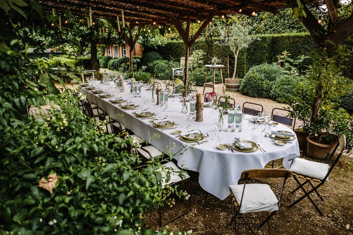 professional venue photography high-quality location image outdoor country rustic feel french vibe al_fresco dining surrey
